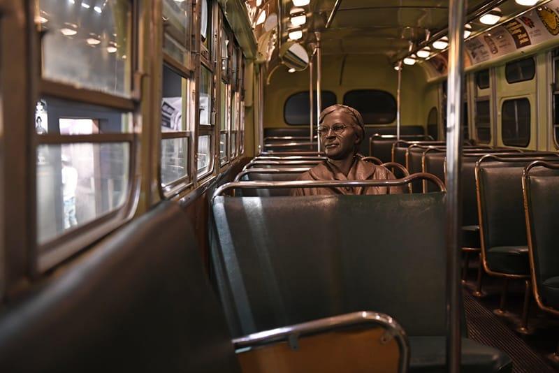 Skulptur von Rosa Parks im Bus des National Civil Rights Museum