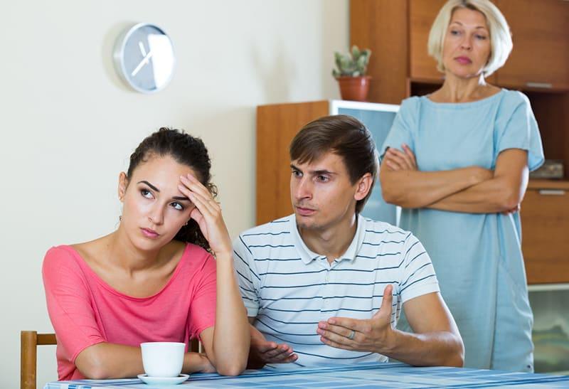 Ehemann spricht schmutzige Frau