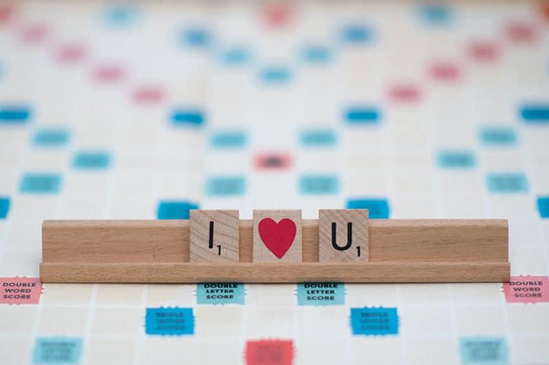 Holzbuchstaben im Spiel