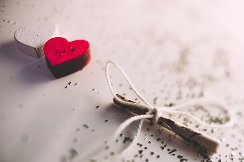 kleine Liebesbotschaft auf dem Tisch