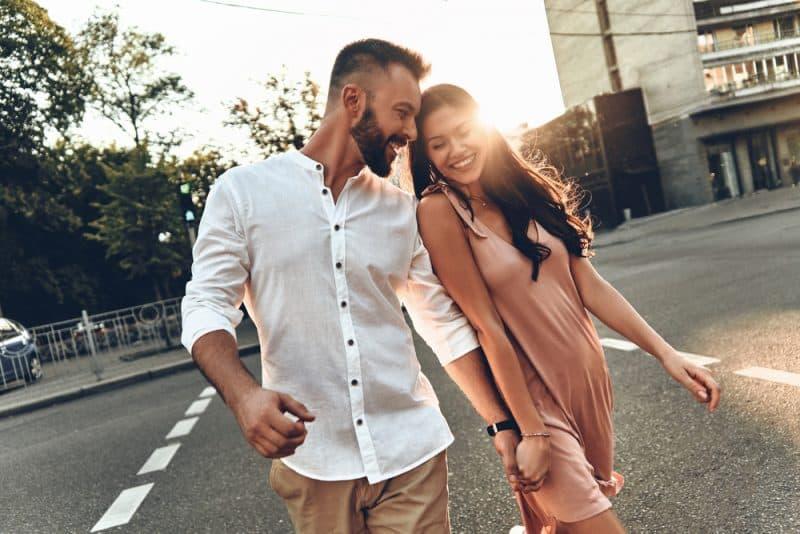 8 Bewährte Tipps, Wie Man Selbstbewusstsein Vor Männern Zeigt
