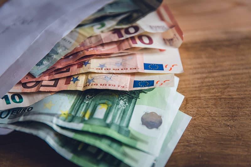 Papiergeld im Umschlag