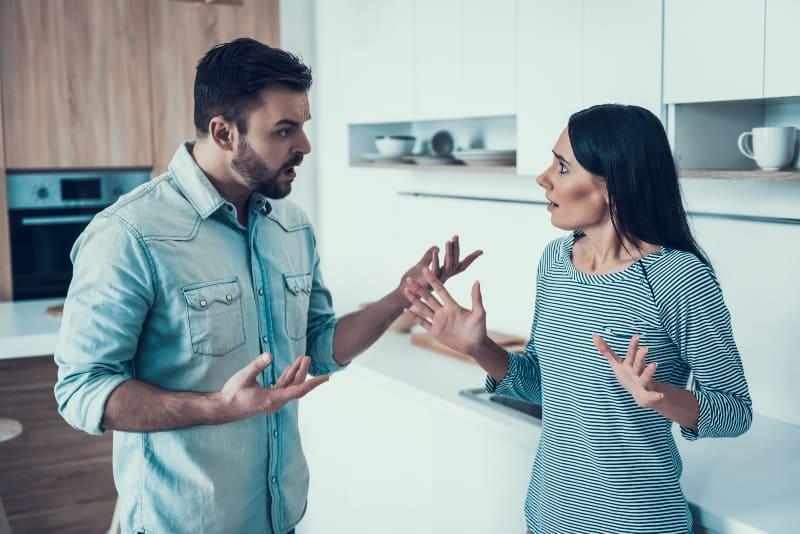 Das Nervt Deinen Partner Am Meisten An Dir (Laut Deinem Sternzeichen)