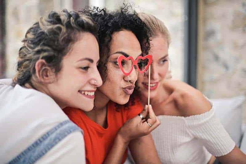 Drei Freunde, die Spaß haben