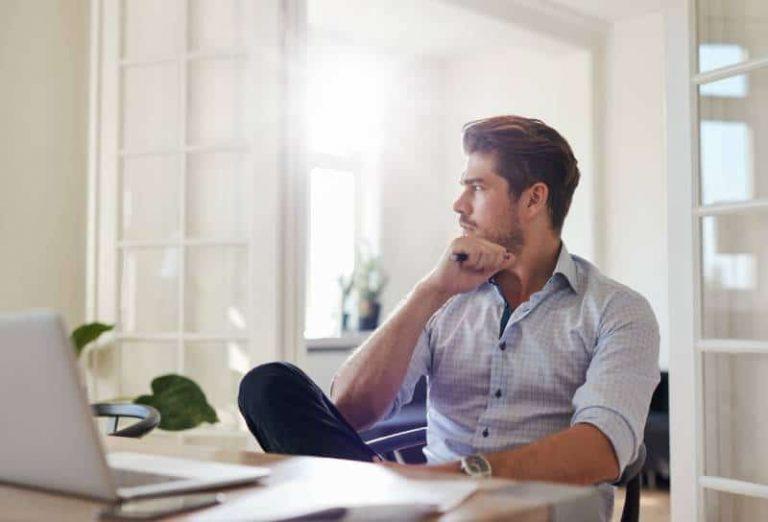 7 Gedanken, Die Jedem Mann Während Der Kontaktsperre Durch
