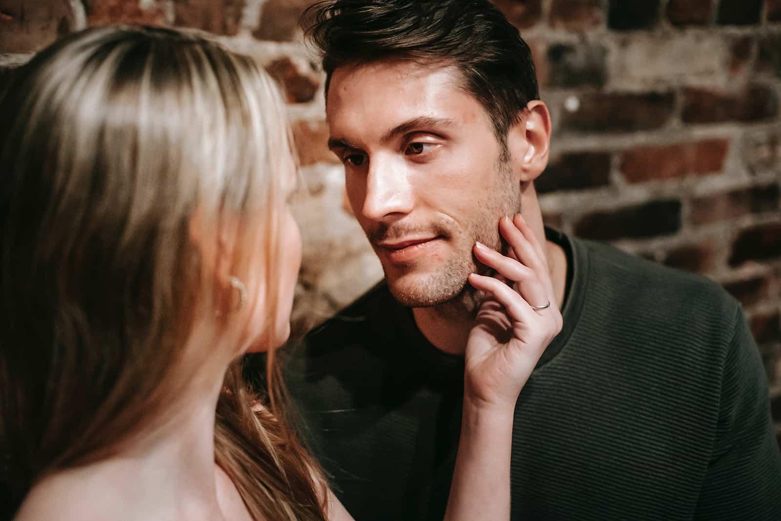 Bin Ich Verliebt? 12 Schritte, Die Dich Zur Antwort Führen!