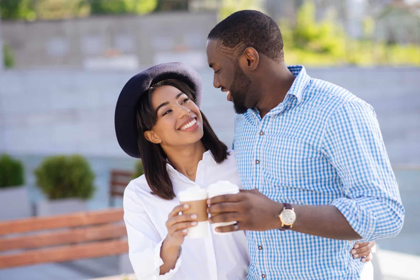 lächelndes junges Paar(1)