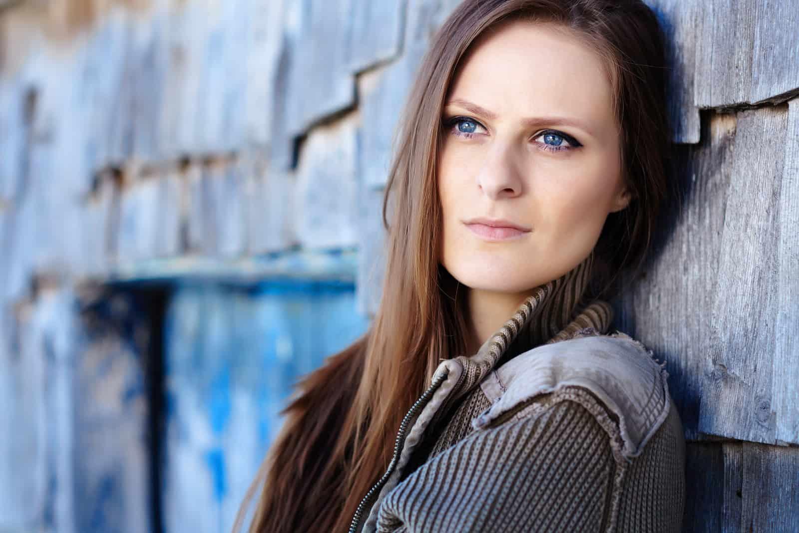 schöne Frau mit blauen Augen