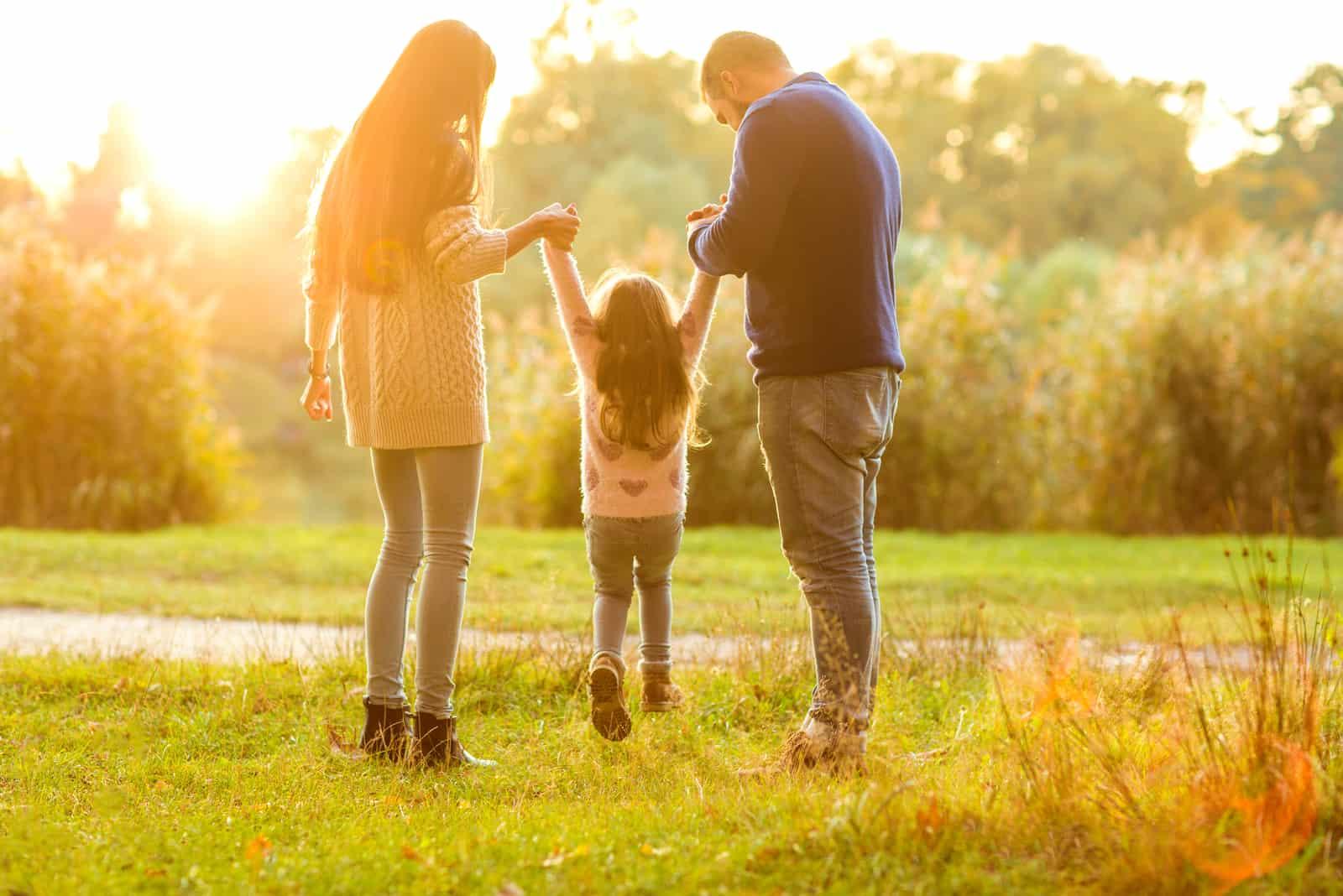 Familienspaziergang im Park
