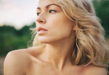 schöne blonde Frau