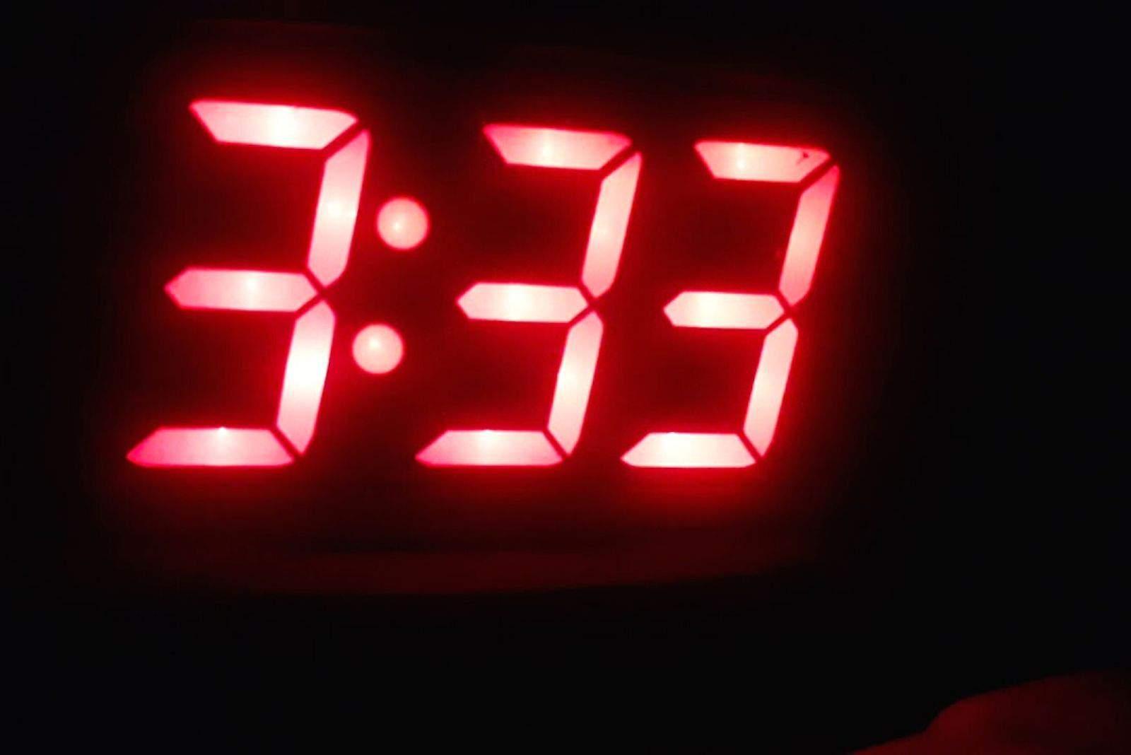 Digitaluhr 3h und 33 Minuten