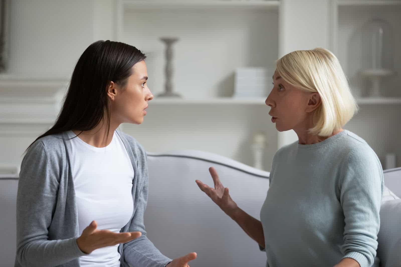 Streit zwischen Mutter und Tochter