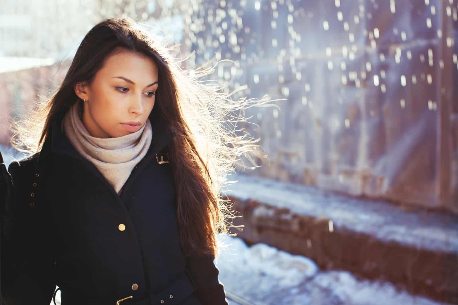 Wann lassen Narzissten los: Der Moment, an dem die Fesseln brechen