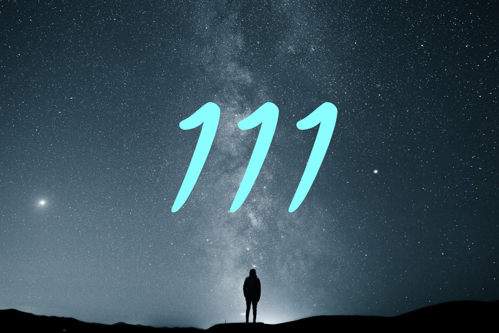 schöne Nacht mit Freunden, die den Nachthimmel beobachten (1)