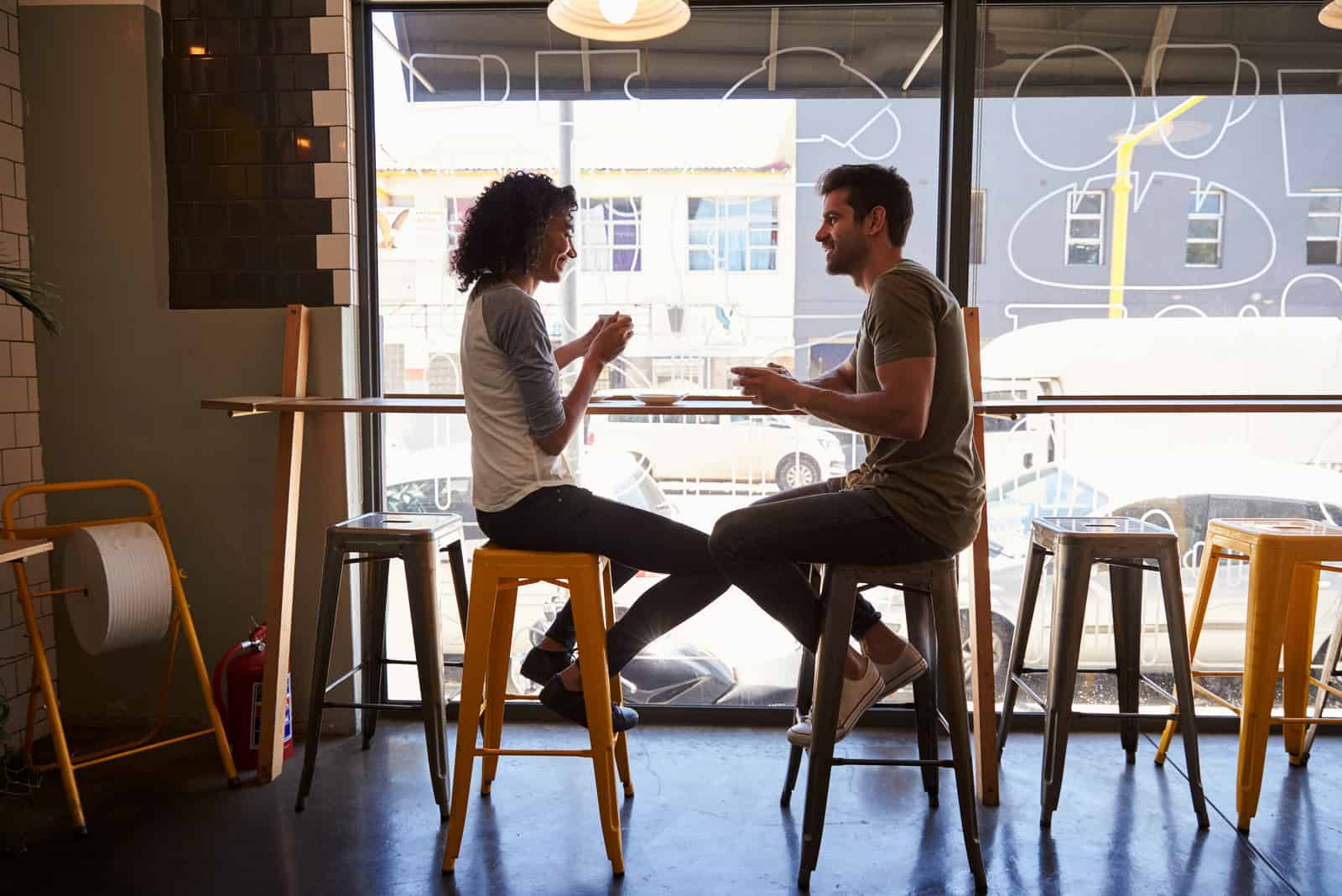 Paartreffen für Datum im Coffeeshop