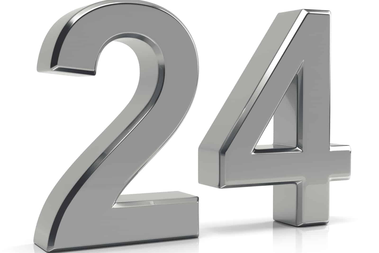 Nummer 24 in Grau geschnitzt