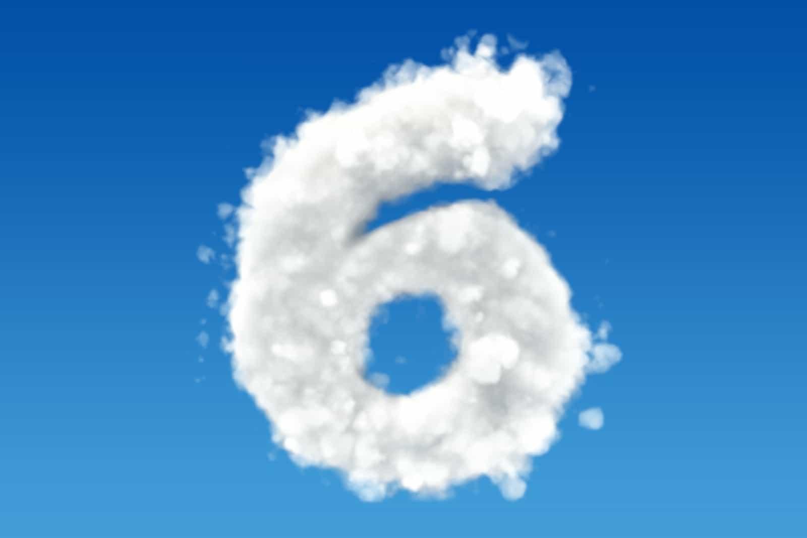 Nummer 6 auf blauem Grund