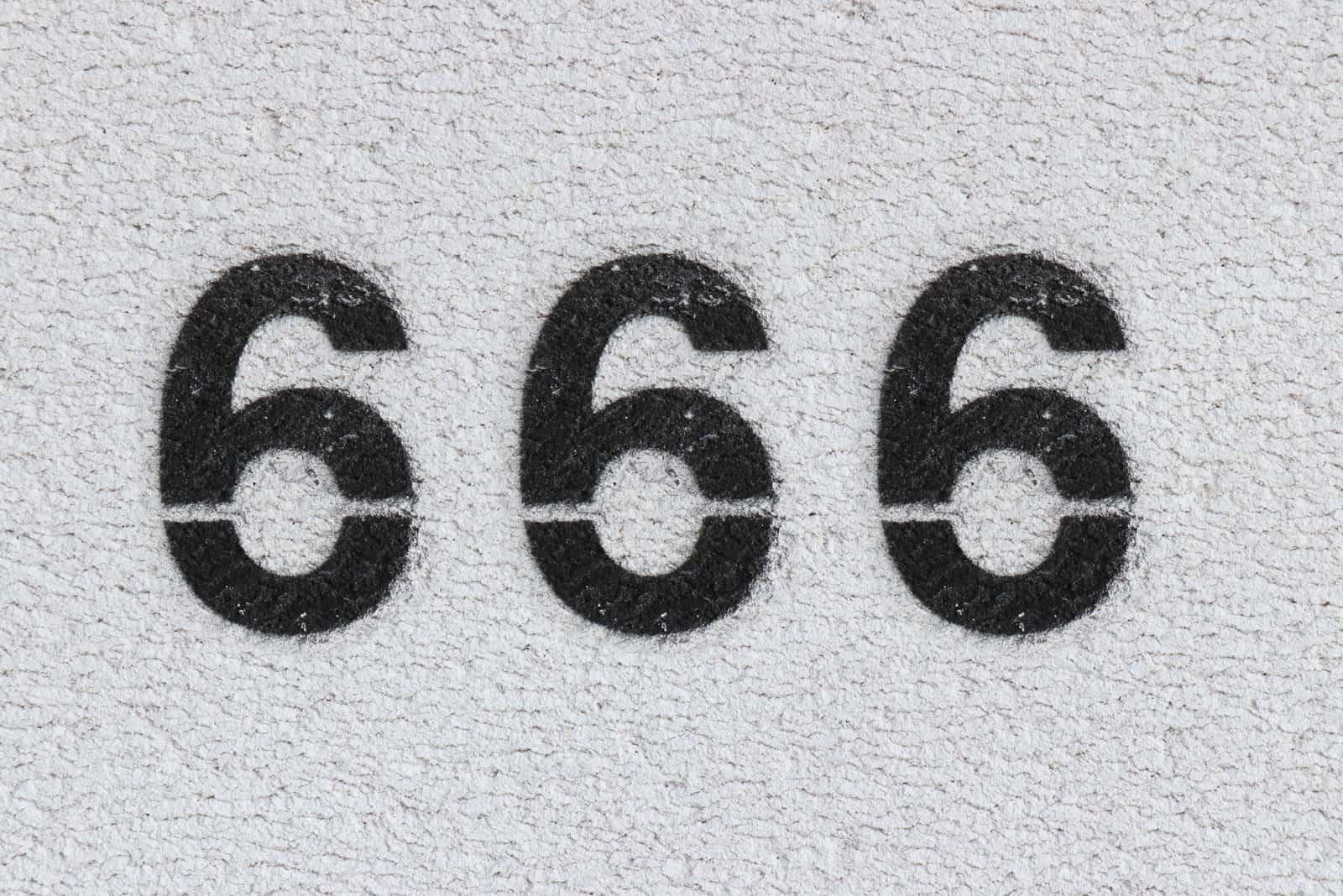 Nummer 666 auf grauem Hintergrund