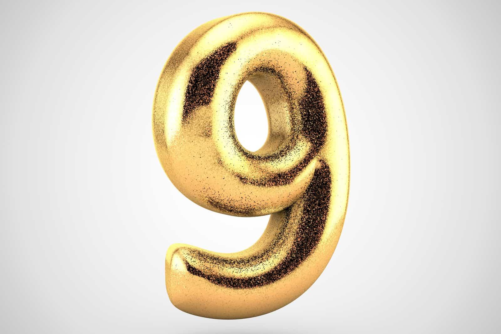 Nummer 9 der Goldfarbe