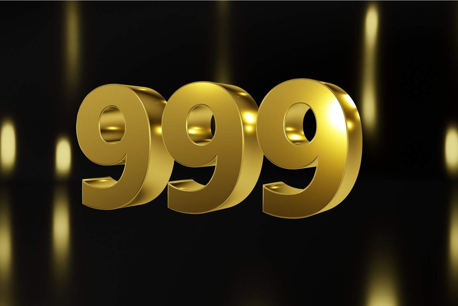 Nummer 999 in Gold auf schwarzem und goldenem Hintergrund, isolierte Nummer 3d render