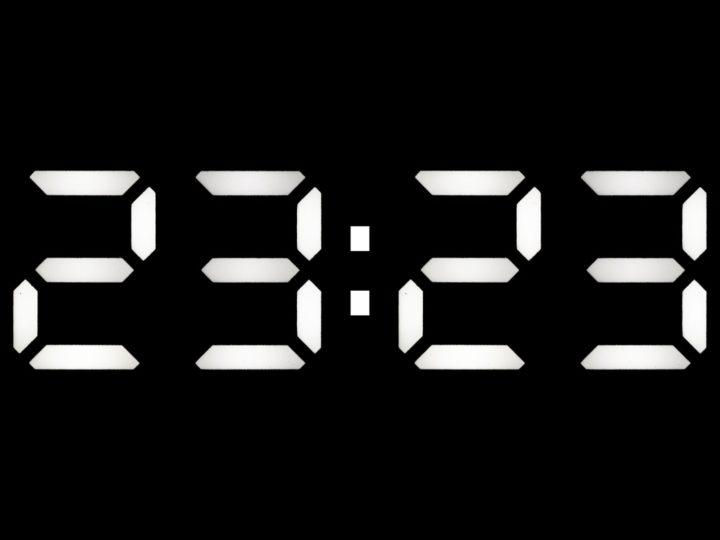 Uhrzeit 23:23 und ihre Bedeutung – auf dich wartet etwas ganz Besonderes!