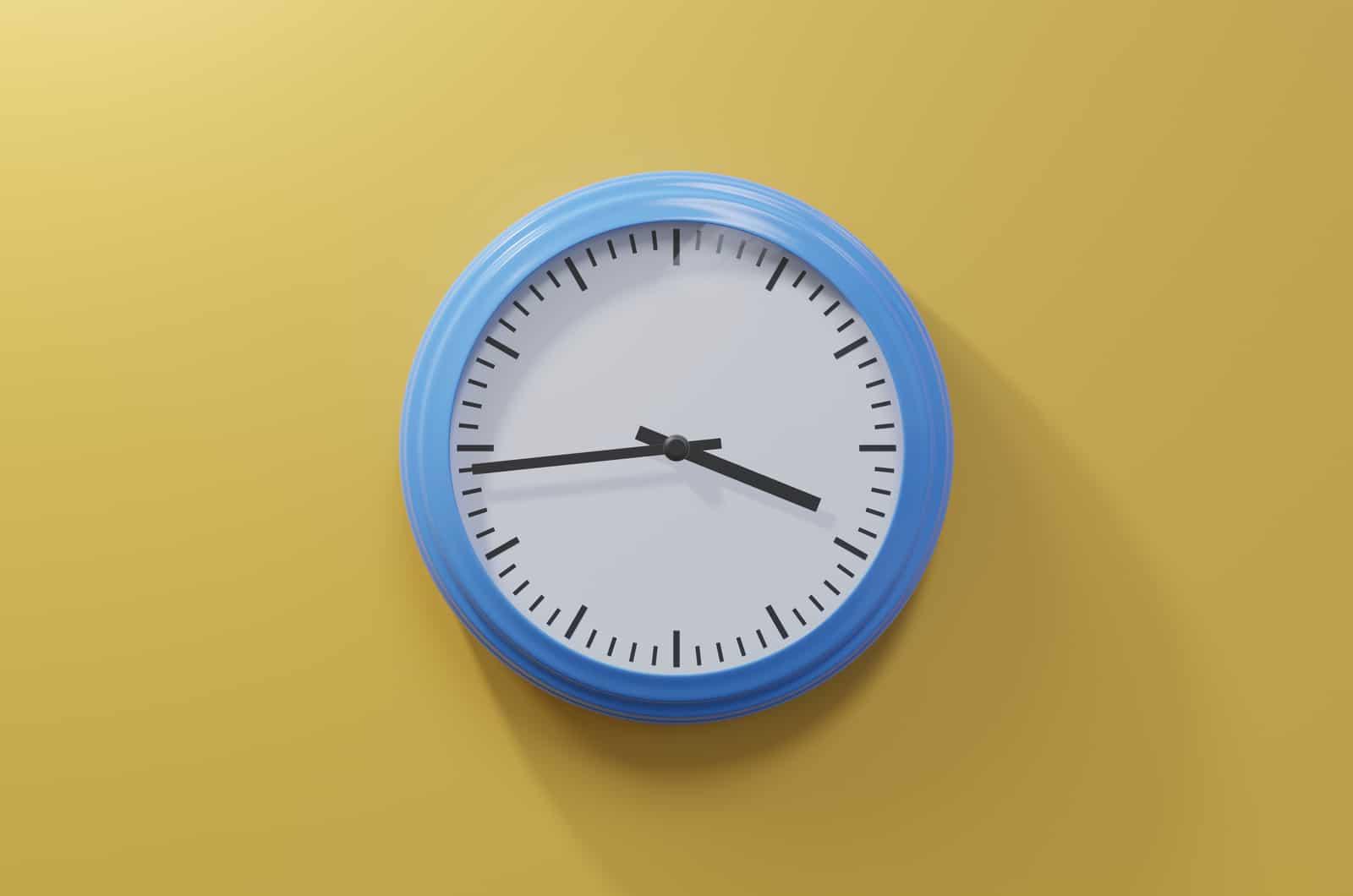 44 auf einer Uhr
