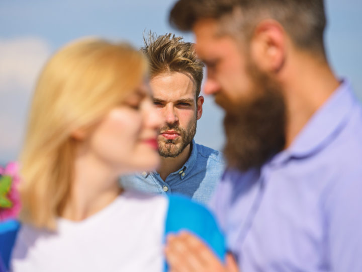 Ex eifersüchtig machen: Ein Spiel mit dem Feuer oder ein schlauer Trick?